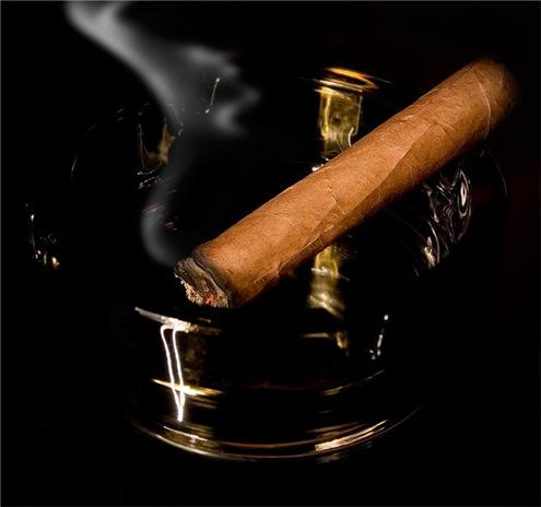 how to light a cigar - recommendations from Victoria Radugina cigar writer