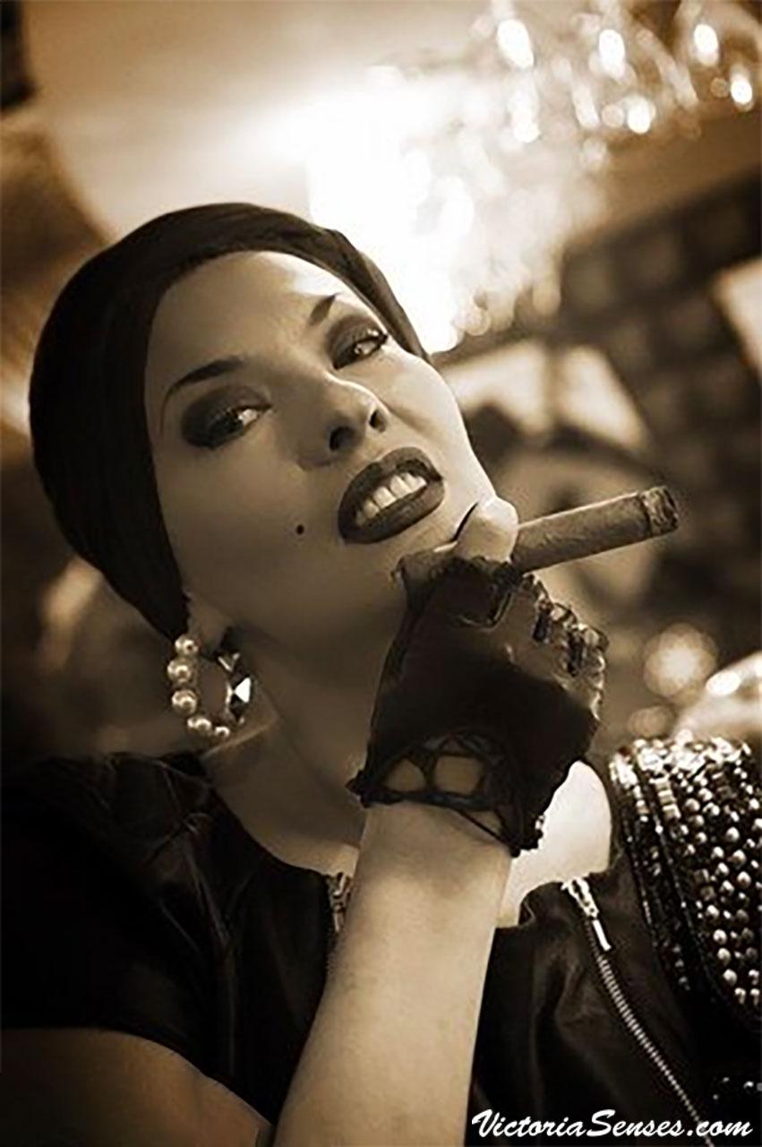 сигарные дегустации, дама с сигарой Виктория Радугина