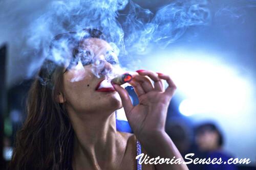how to light a cigar, article about lighting a cigar - Victoria Radugina